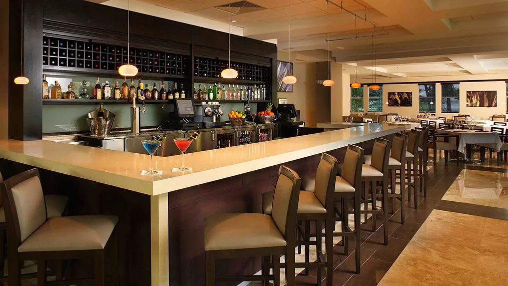 бар с прямоугольной стойкой